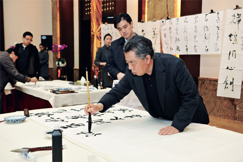 肖鹏也在现场与名家们进行了交流.张晓东主持了本次活动.